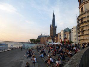 デュッセル旧市街ライン川